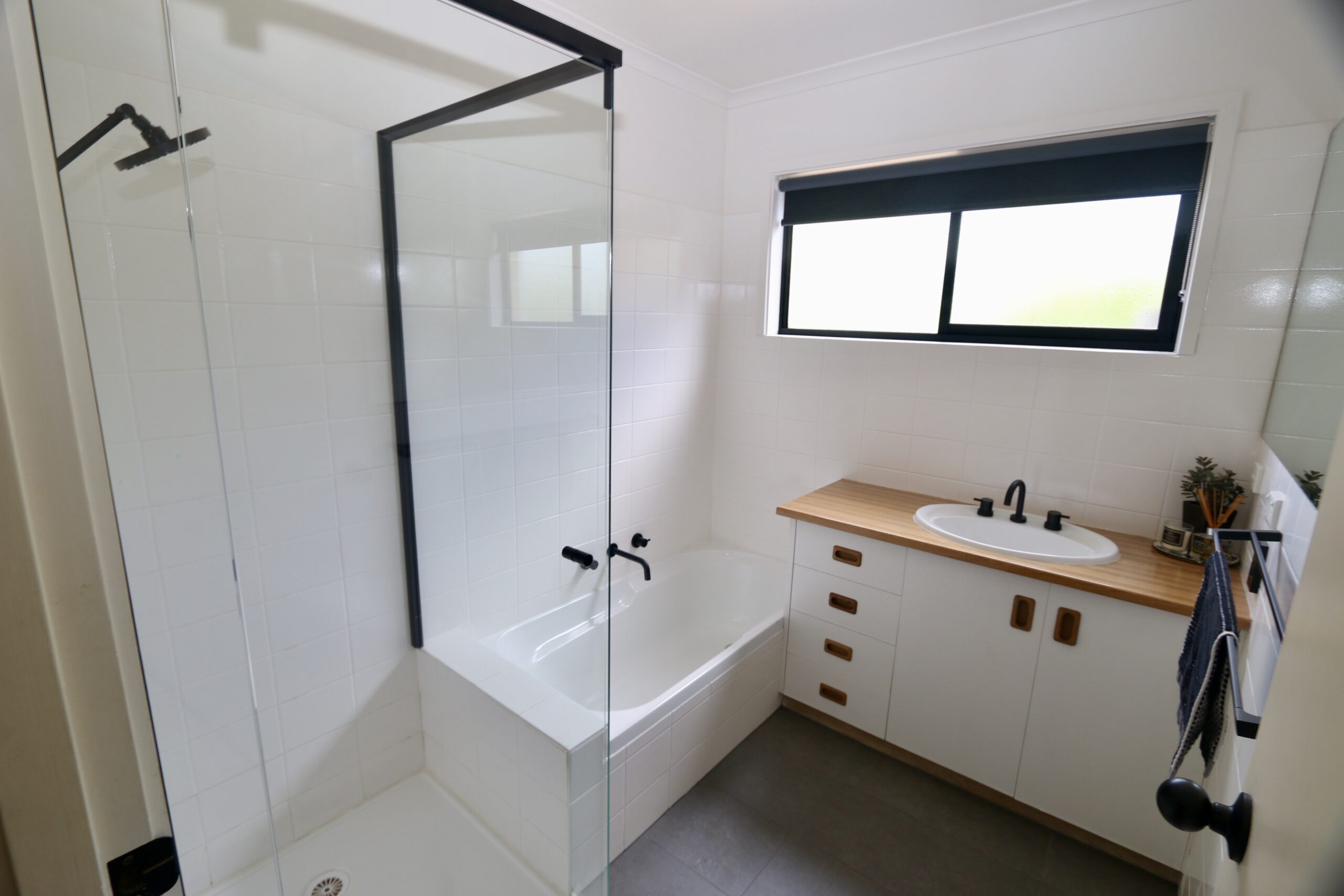main bathroom.  Adalong Park, holiday rental Moorooduc.