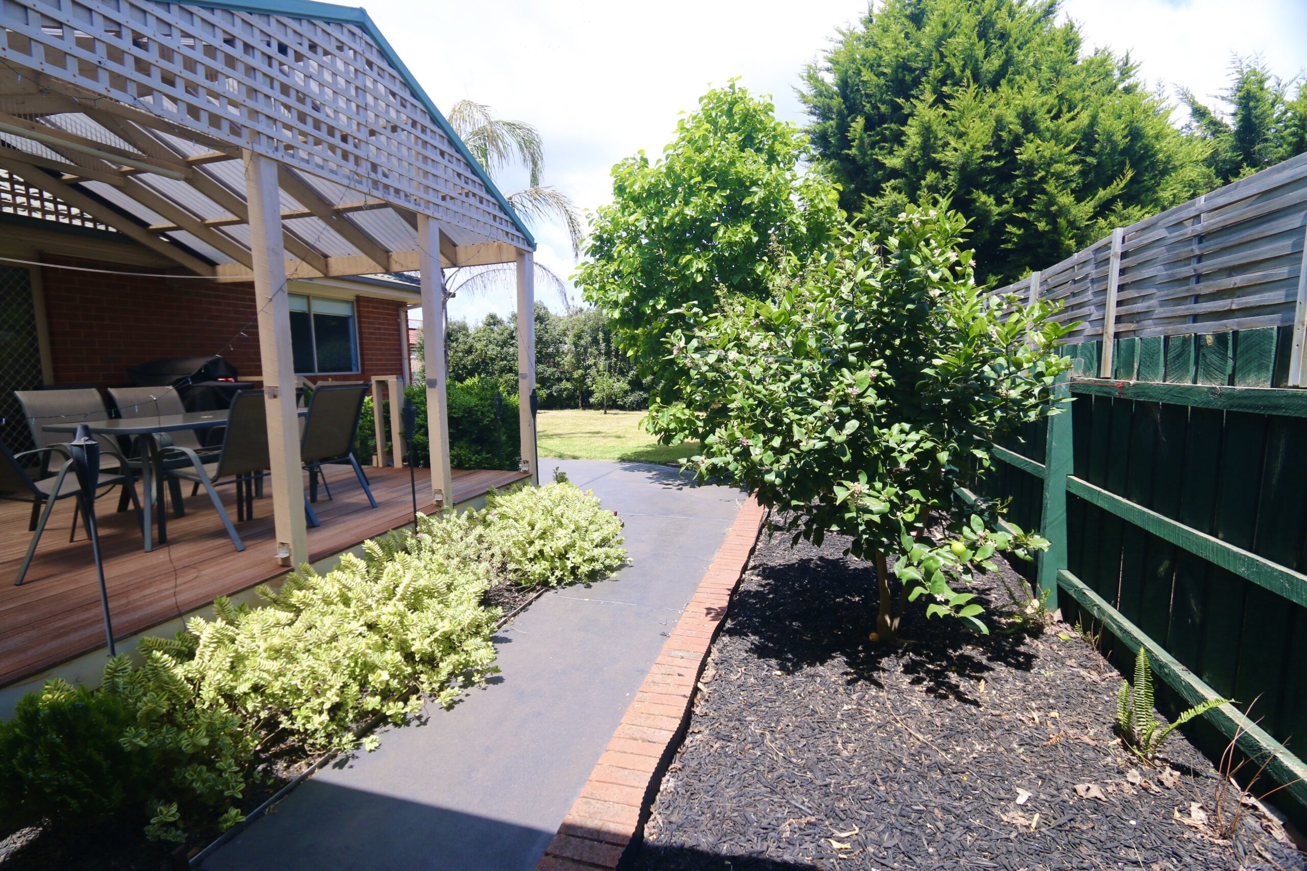 Safety Beach holiday rental. side path