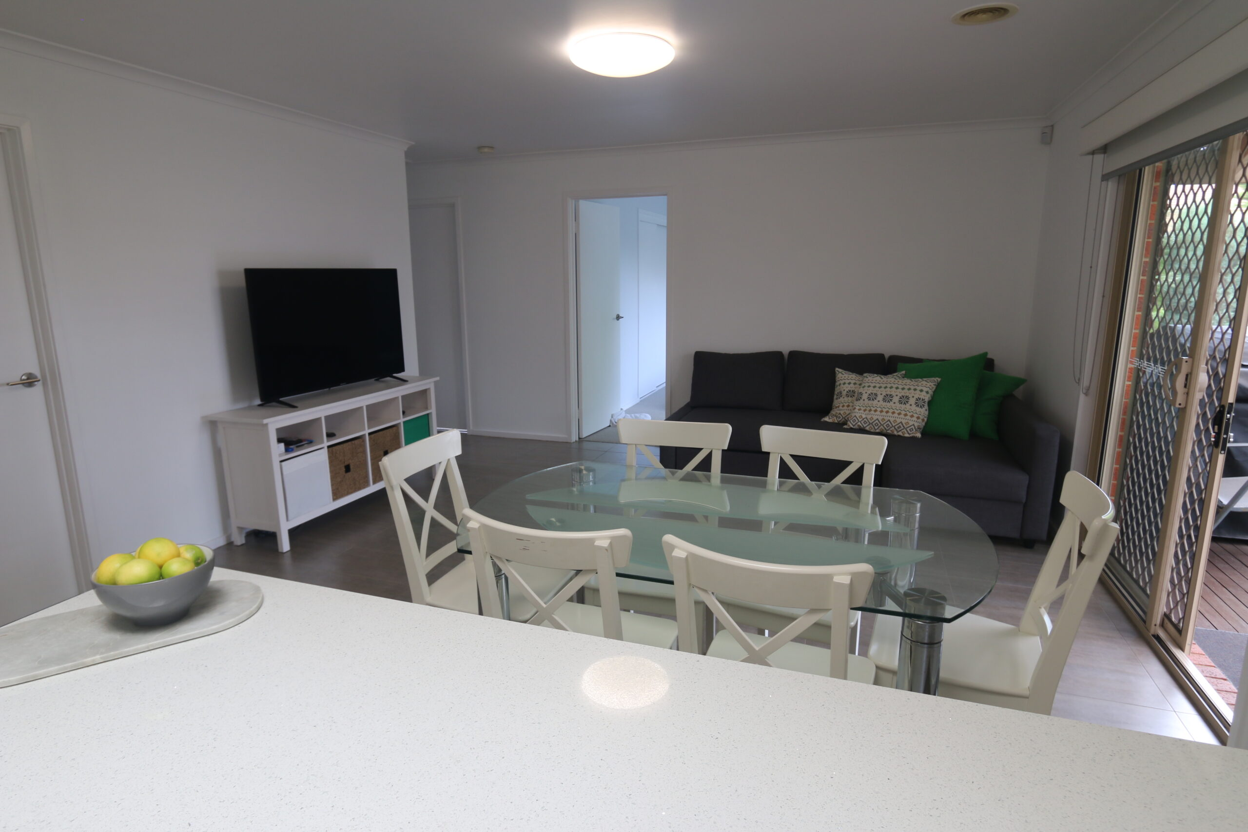 meals and living zone. Safety Beach holiday rental.