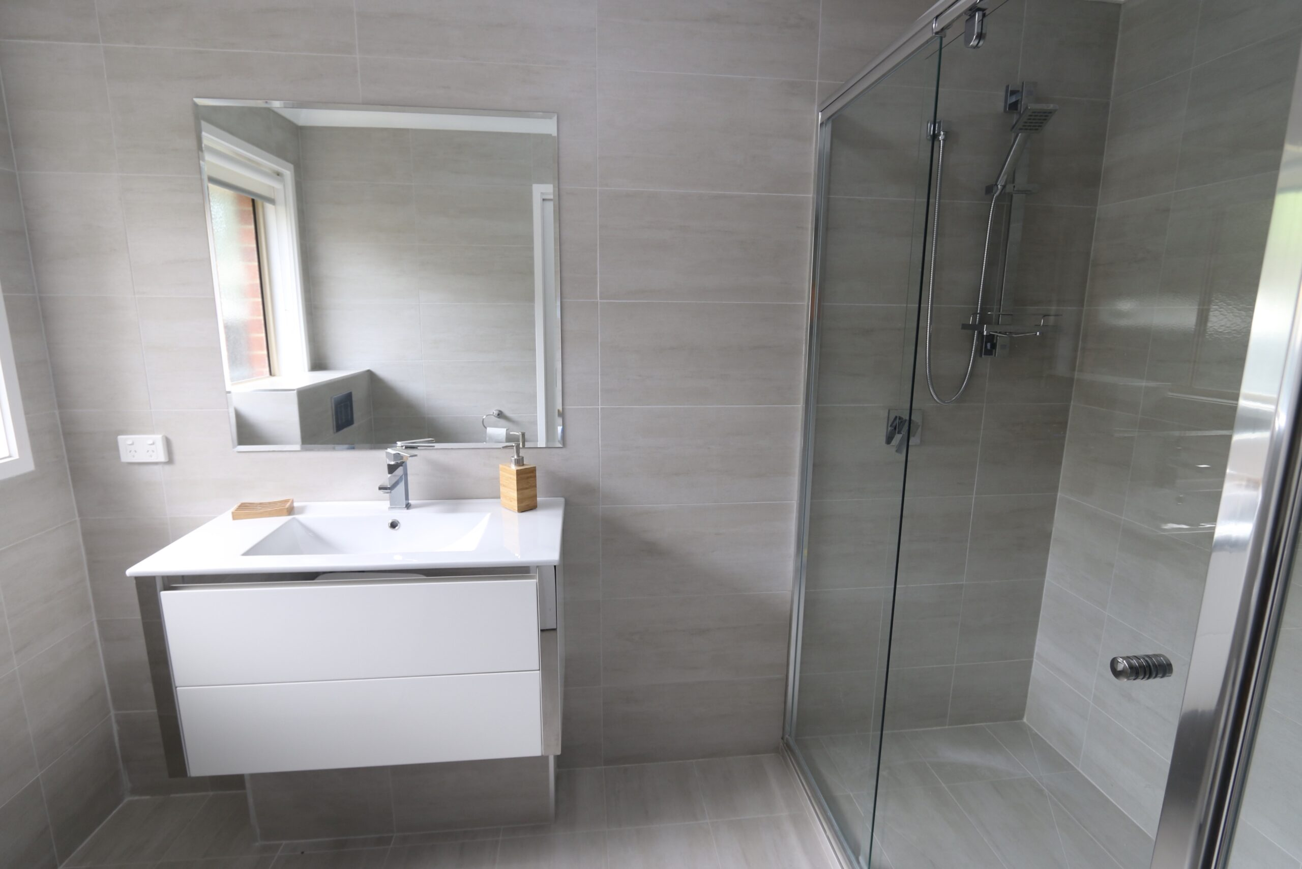 master ensuite. Safety Beach holiday rental.