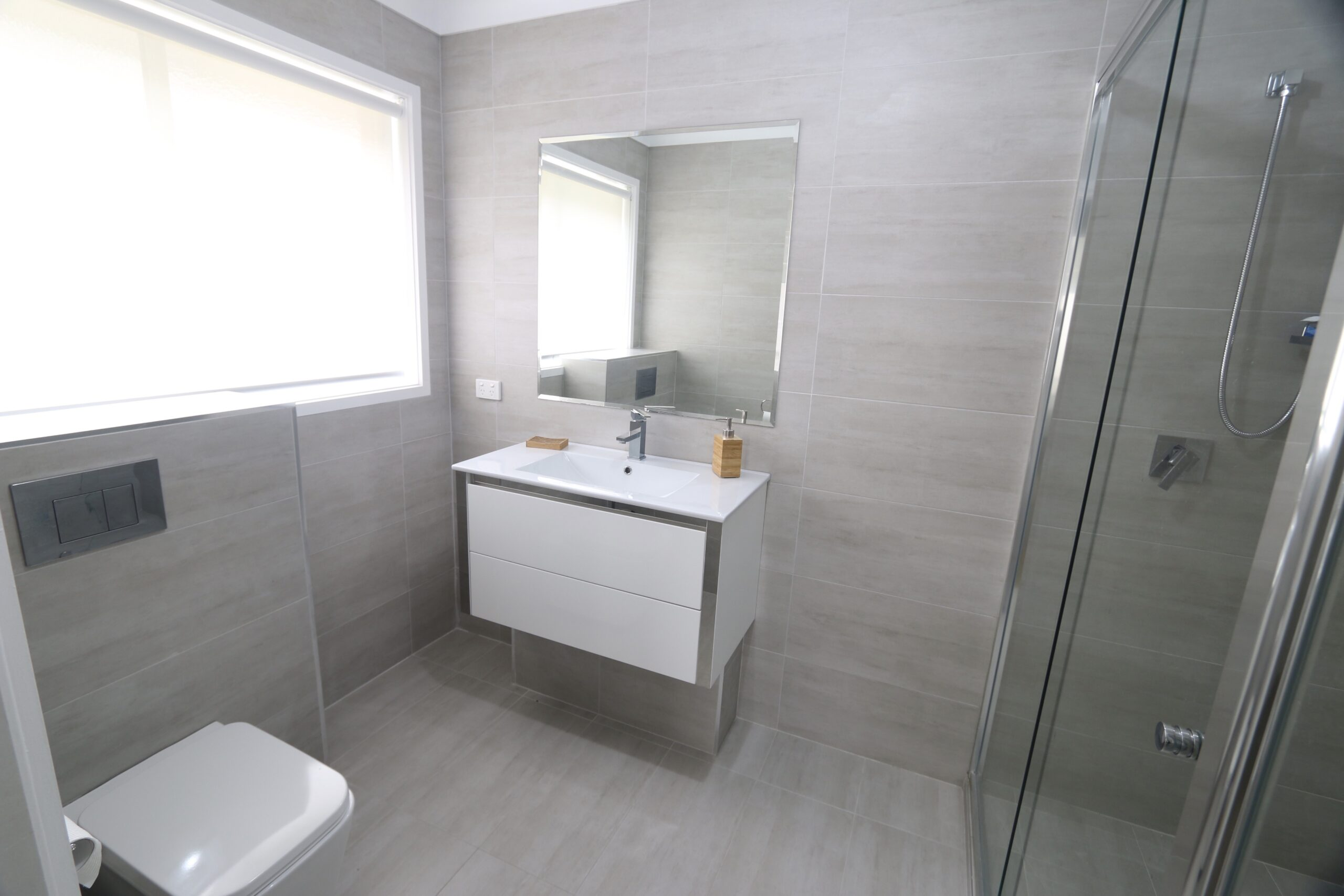 master ensuite with double shower and vanity. Safety Beach holiday rental.