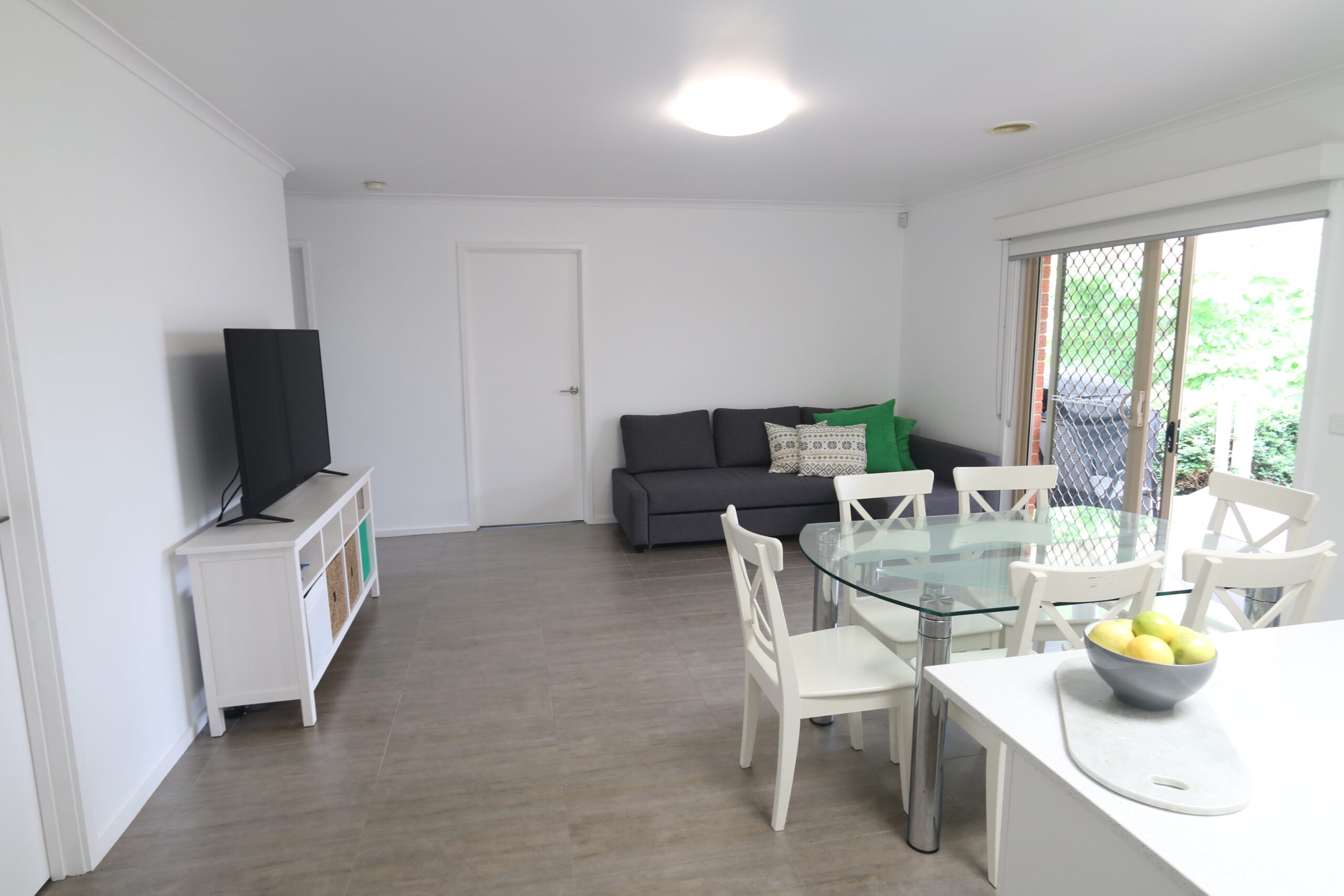 kitchen meals and living zone. Safety Beach holiday rental.