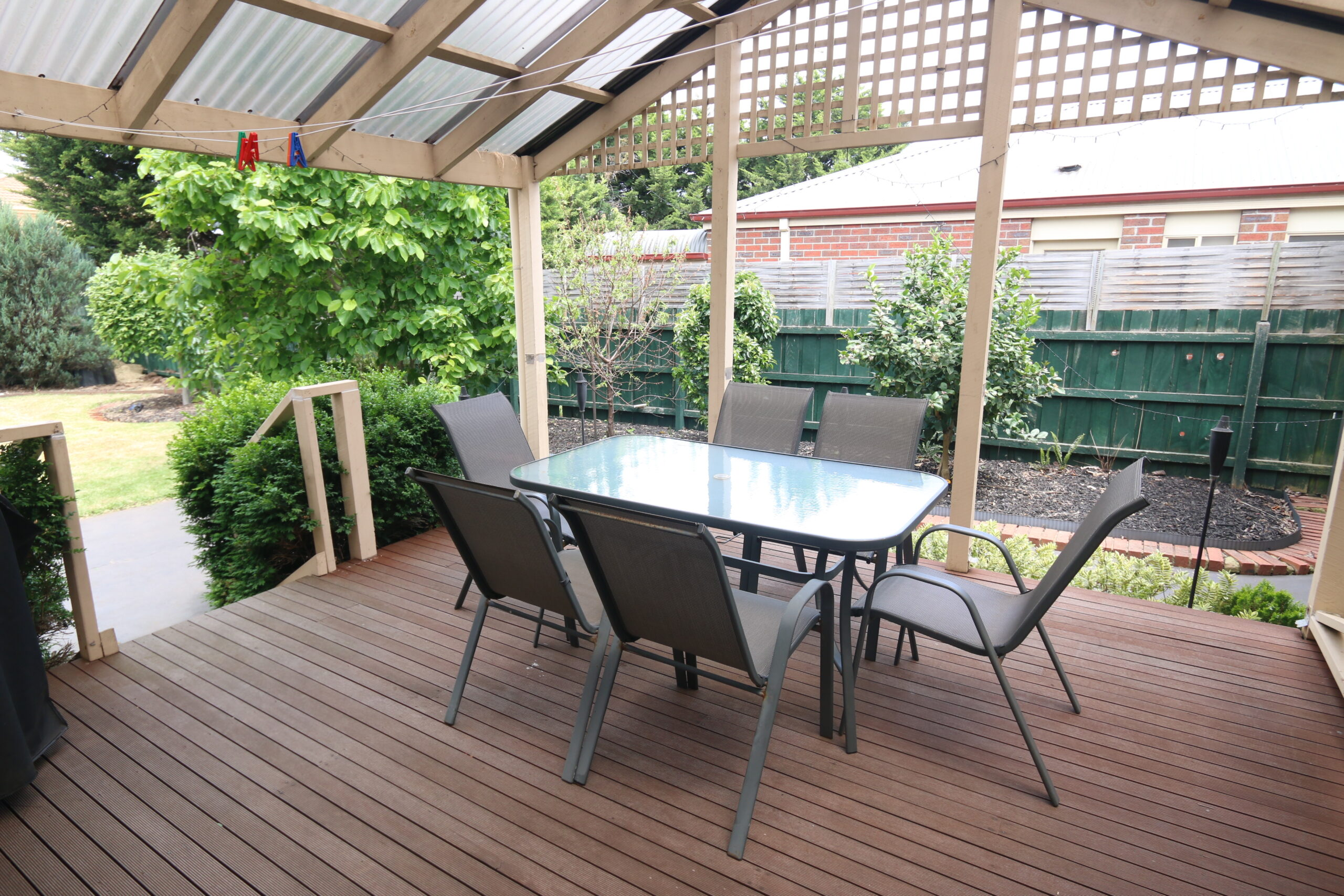 Covered outdoor dining. Safety Beach holiday rental.