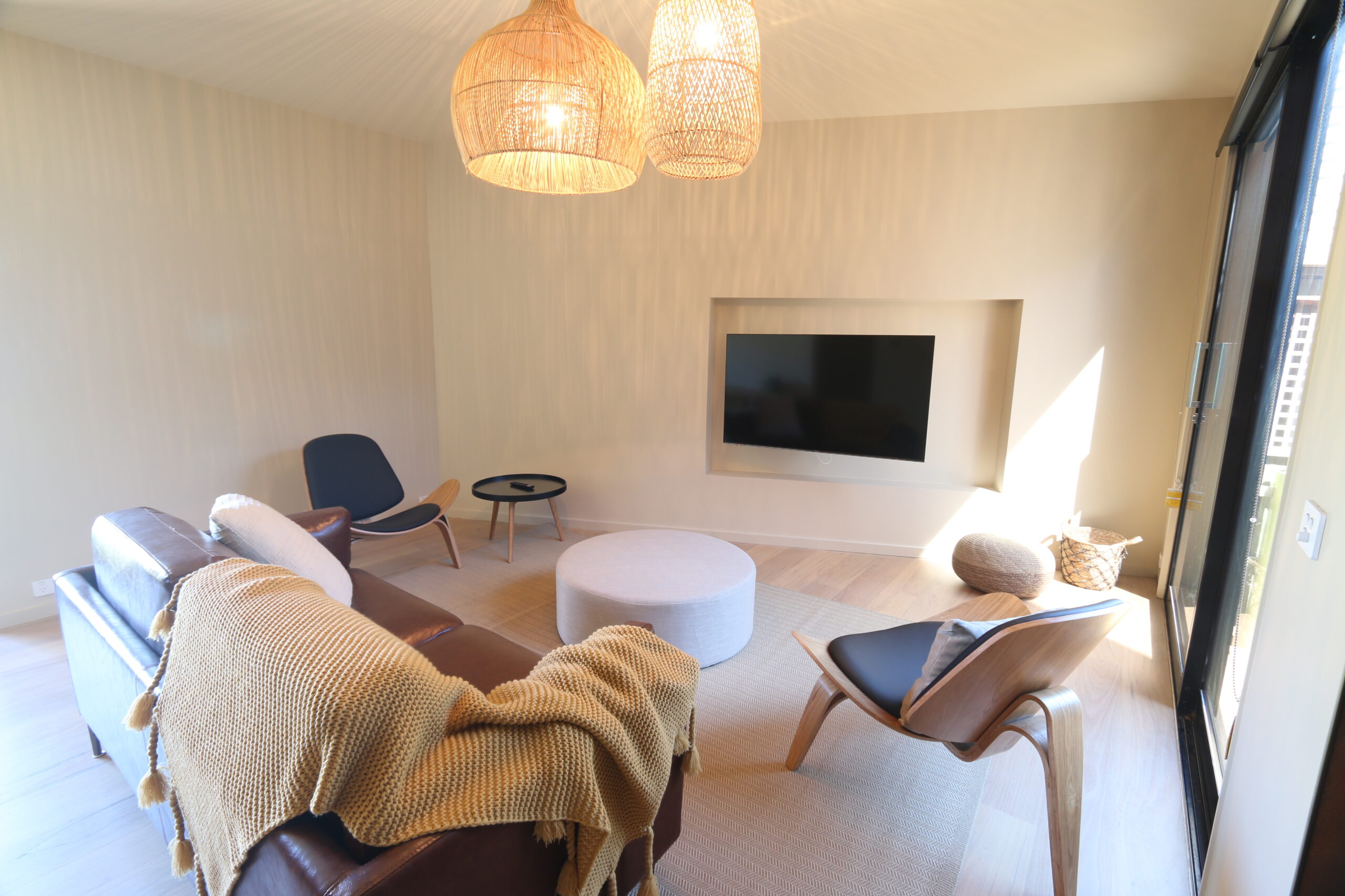 Safety beach holiday rental, entry level reception room. Prescott perfection