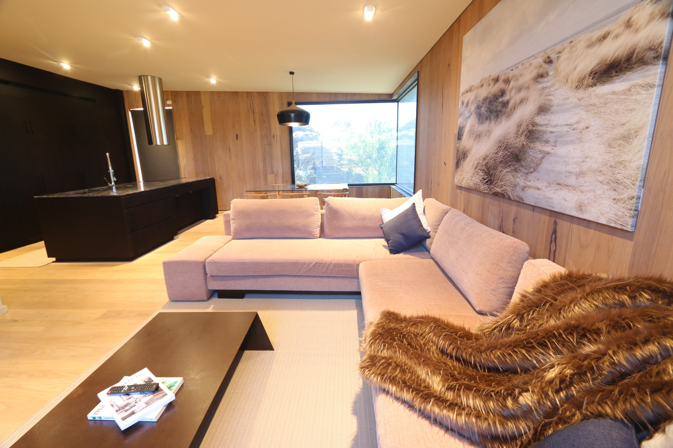 Safety beach holiday rental, comfy dining & lounge zone. Prescott perfection