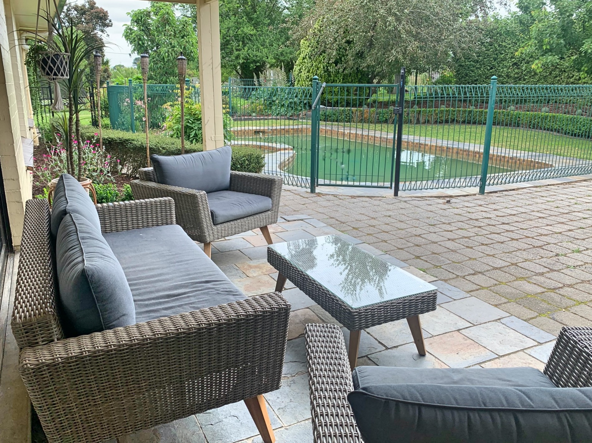 Outdoor undercover seating area. holiday rental Moorooduc