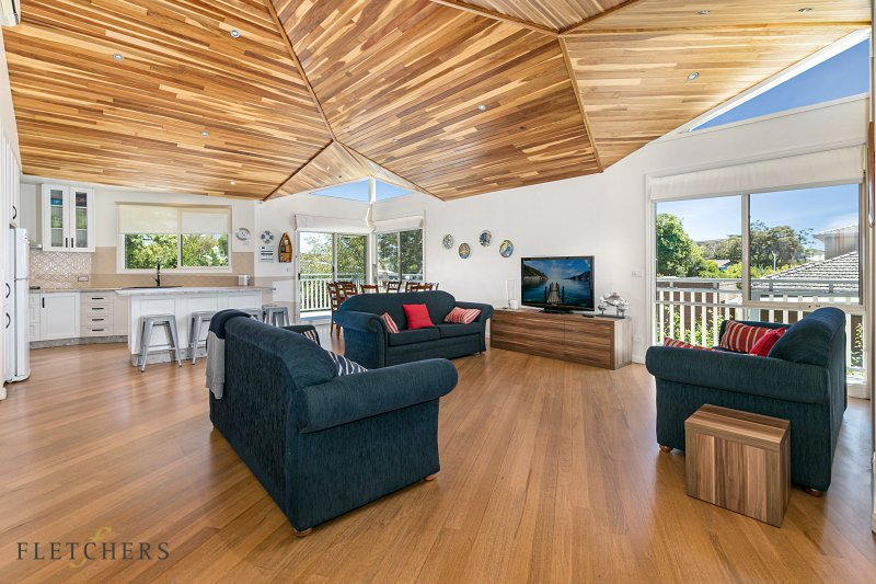 Timbertop kitchen, living and dining area. Blairgowrie holiday rental