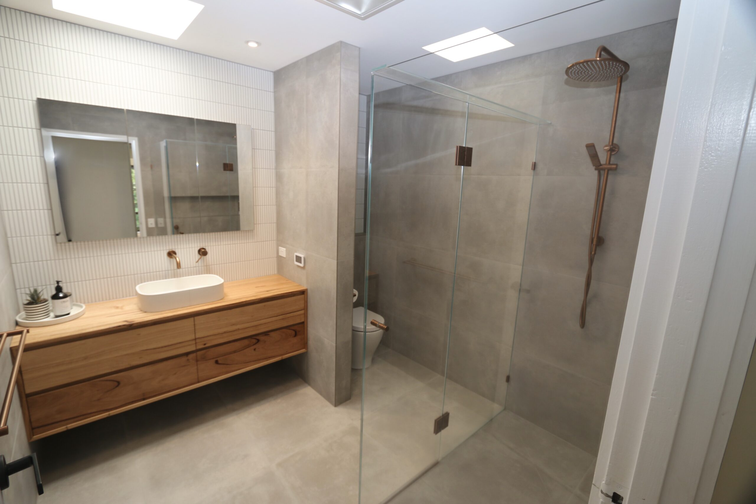 Moorooduc holiday rental, master bathroom with shower