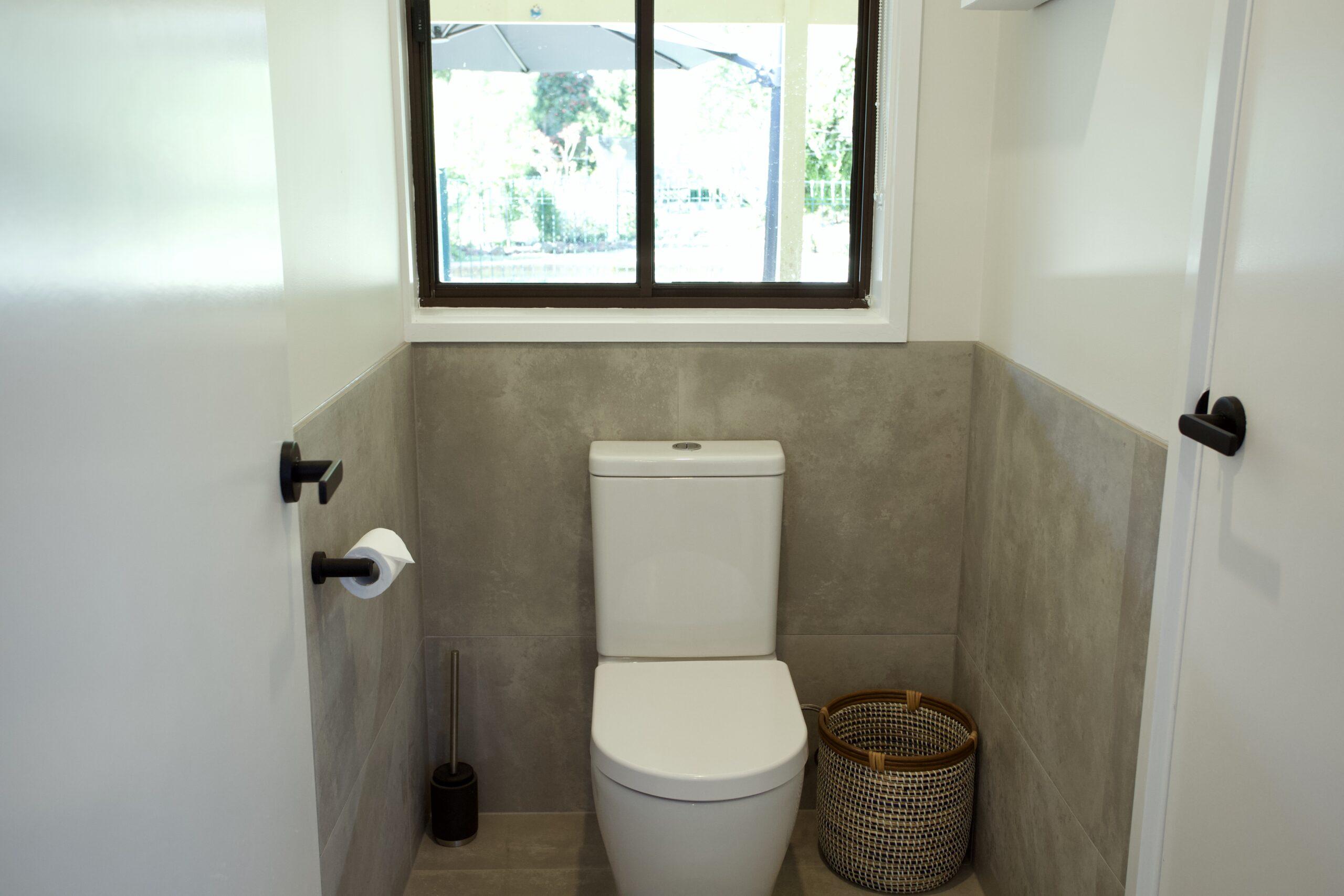 Moorooduc holiday rental. Adalong Park. powder room 2