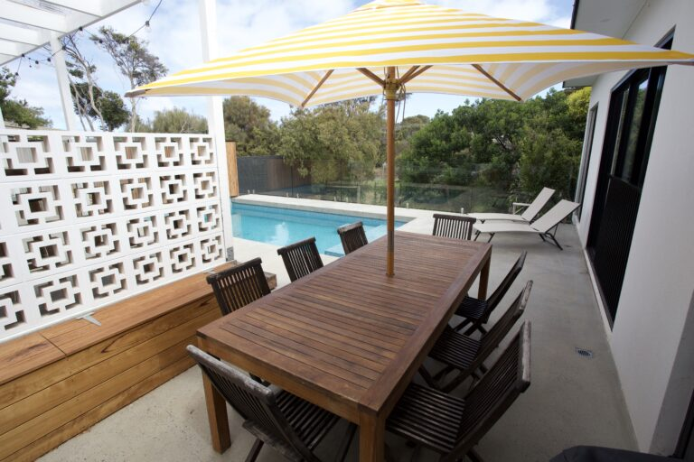 Alfresco dining overlooking the pool. Blairgowrie holiday rental