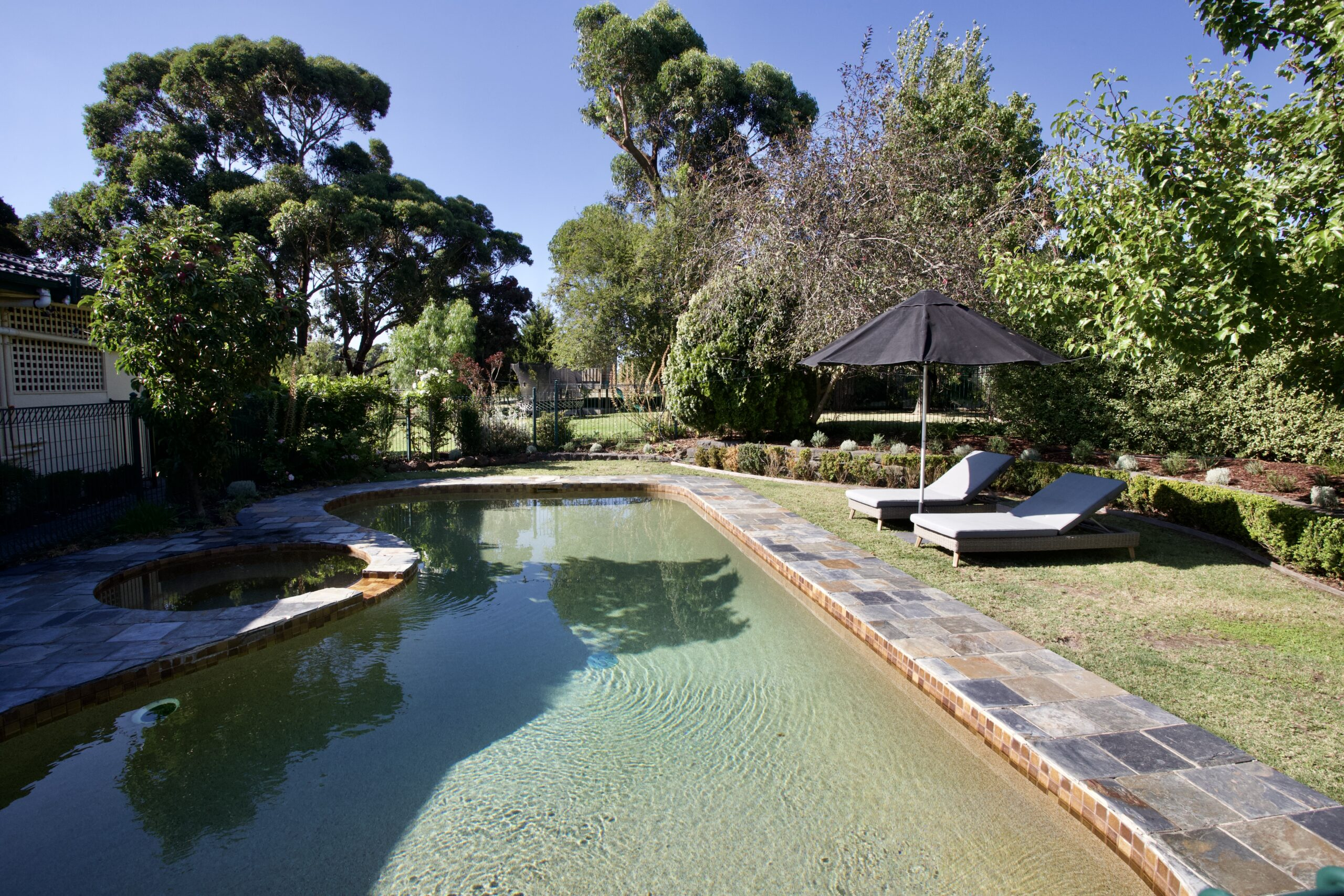 Moorooduc holiday rental. Adalong Park. Pool with spa and grassed lounge area