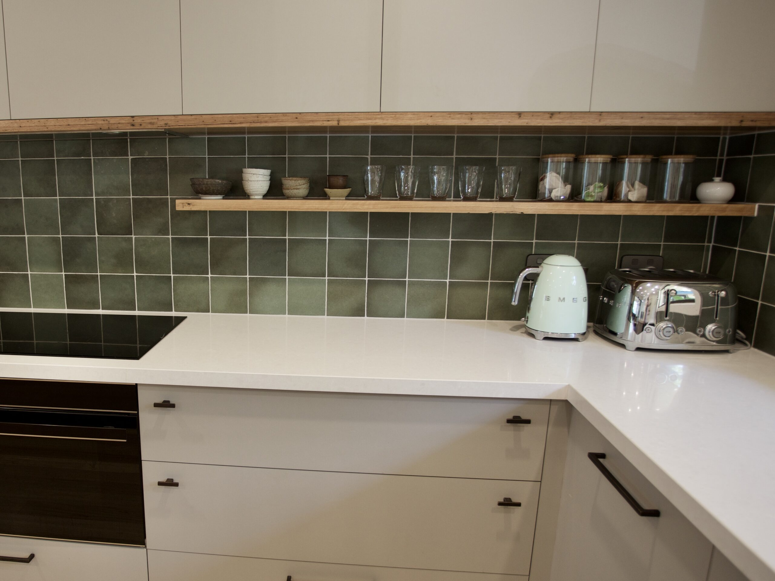 Moorooduc holiday rental. Adalong Park. Kitchen prep area, induction cooktop